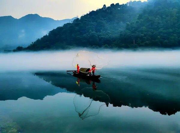 東江湖風景區位于湖南省東南部郴州地區的