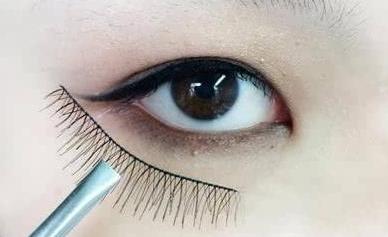 可爱的眼线画法