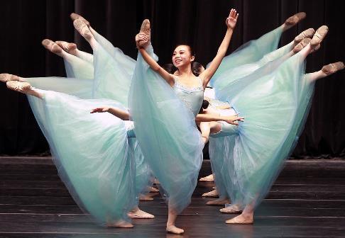 两人编导舞蹈造型