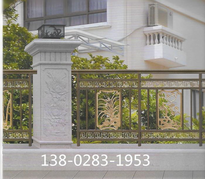 欧式风格的庭院大门和护栏,所以在这行我建议到欧佰天花做阳台护栏的