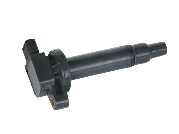 汽车点火线圈是产生点火所需高压电的一种变压器。一般发动机点火系所采用的点火线圈依磁路区分,可分为开磁路式及闭磁路式两种。 1、开路式点火线圈 开磁路式点火线圈一般为罐状结构。它以数片硅钢片叠合而成棒状铁芯,次级线圈和初级线圈分别绕在铁芯的外侧。次级线圈为线径0。05~1mm漆包线,匝数2~3万圈臣。初级线圈的线径为0.