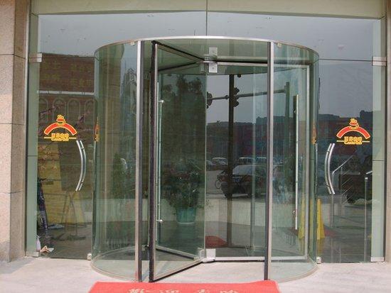 水晶自动旋转门哪家好 青岛凯之峰专业生产质量可靠