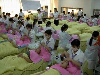 南茜技术学校来回答青岛学美容美发化妆多少钱