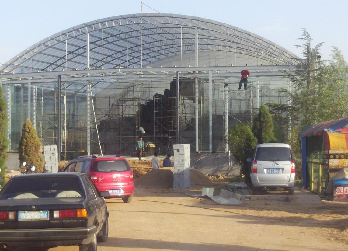 淄博/阳光板顶棚的篷布材质是阳光板,而阳光板具有透明度高、美观...