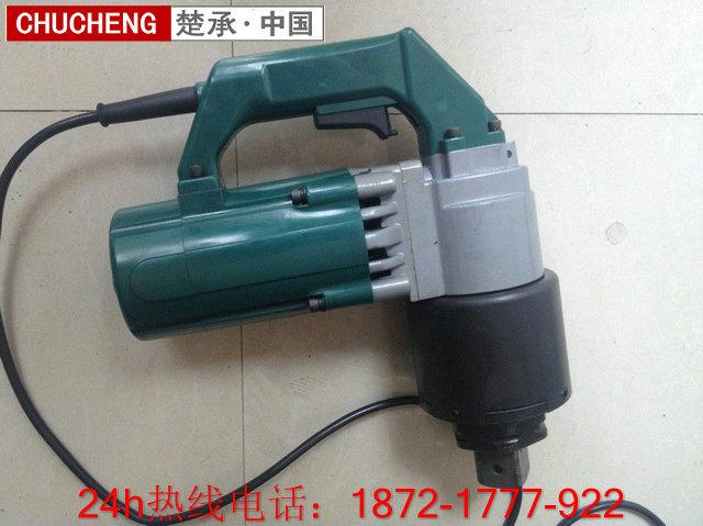 电动扳手主要是初紧螺栓的,它的使用很简单,就是对准螺栓扳动电源开关