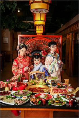 中国美食文化展成都举办,古装美女跨界锦城大院火锅