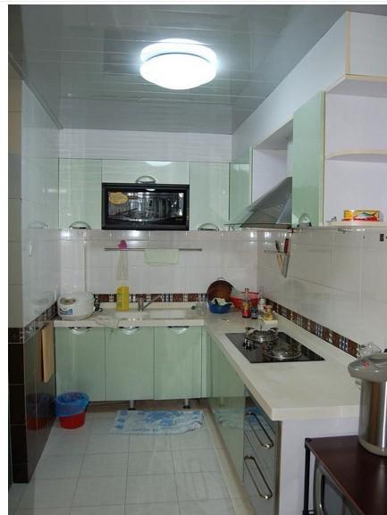 """家庭装修厨房灶台形状有以下几种: ①""""一""""型:家庭装修中厨房比较狭窄"""