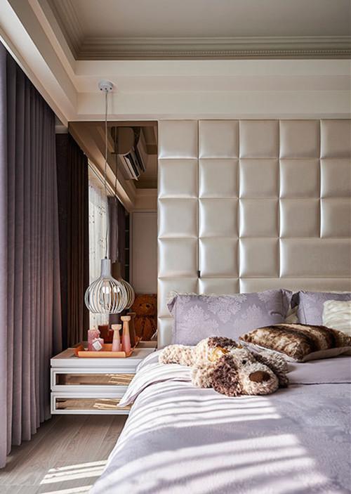床头的粗大梁体改为收纳柜使用
