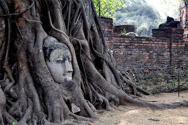 菩提树根抱佛头,泰国旅游不容错过的奇观