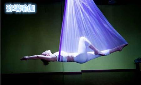空中瑜伽培训 接触过瑜伽的人都知道,倒立是瑜伽体式之王,倒立的益处