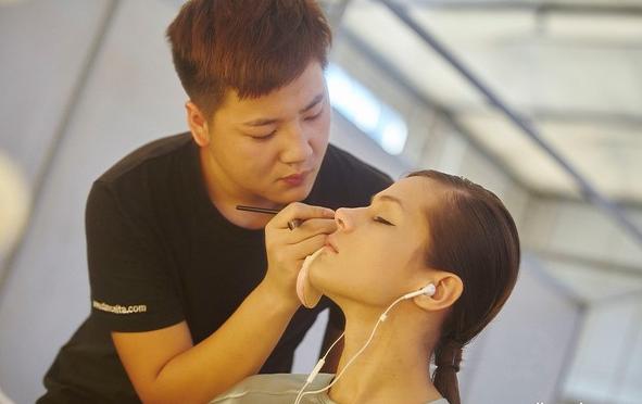 想学化妆?在武汉去哪学好?