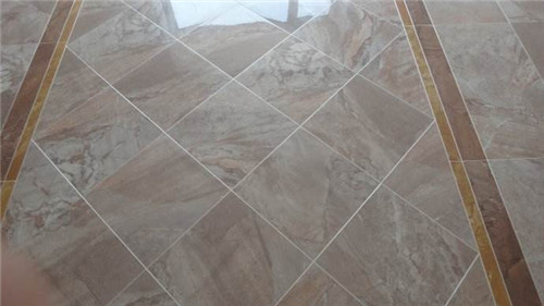 大理石的花纹,结晶粒度的粗细千变万化,有山水型,云雾型,图案型(螺纹