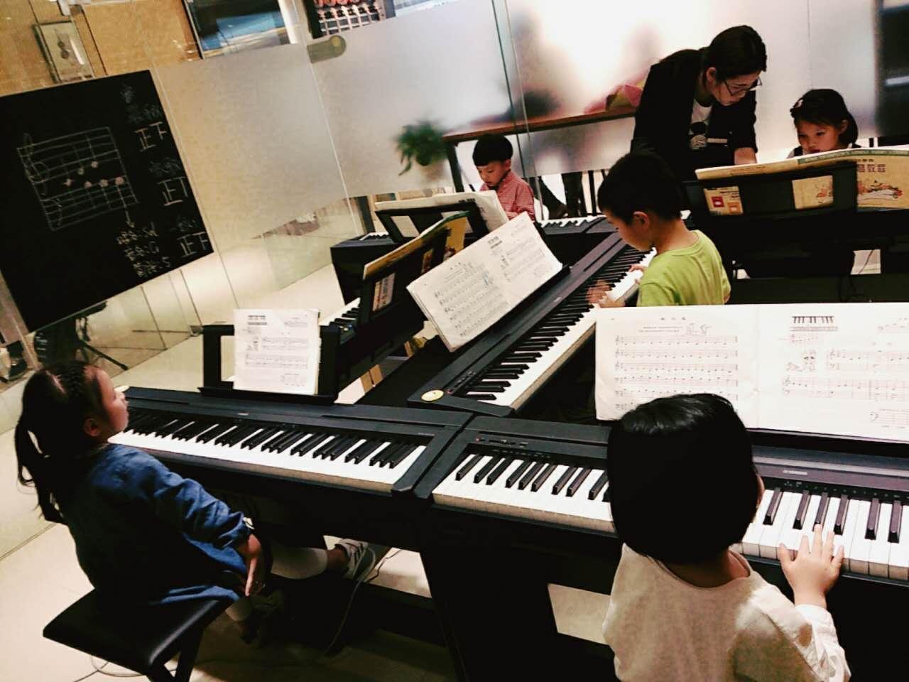 幼儿钢琴集体课 海宁天乐琴行图片