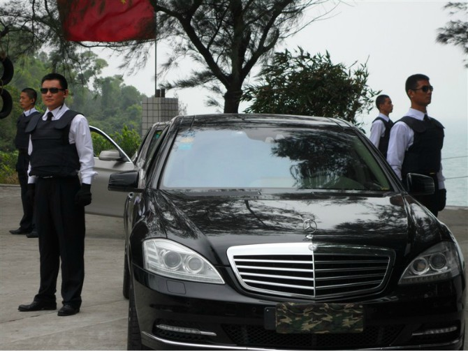 中国第一家保安公司成立,公司名成为深圳市蛇口工业区保安服务公司.