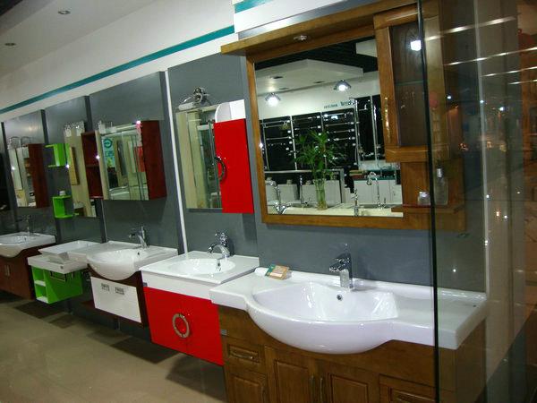 一、门面   在卫浴装修效果图展示出良好的店面形象既可以高清图片