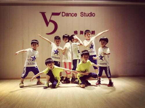 武汉幼儿舞蹈培训让孩子成为小明星