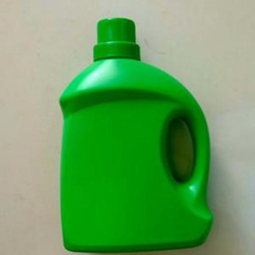 在洗衣液运用完后还可以把洗衣液塑料瓶加工制成林林总总的花瓶以及