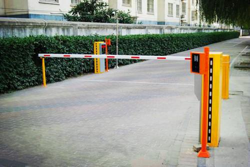 系统,在停车场的出入口加设一套远距离蓝牙读卡设备