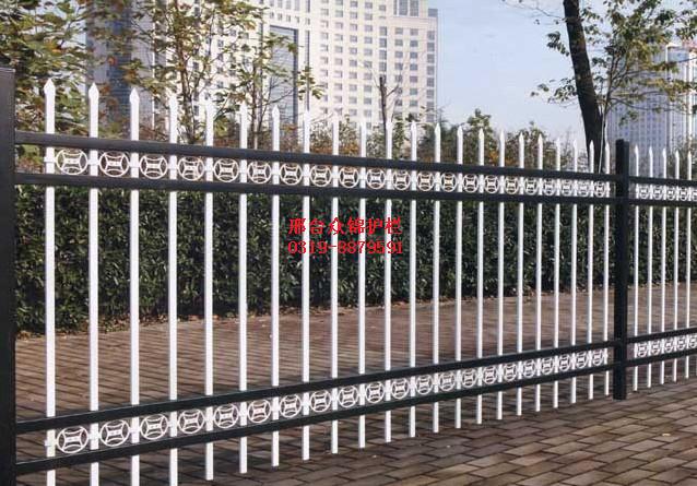 2015年锌钢护栏厂家的发展之路