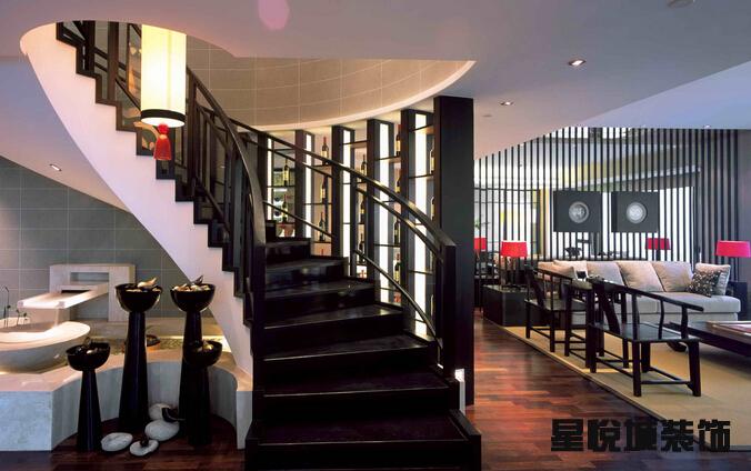 南京别墅楼梯装修效果图有哪些?最受南京市民信赖的专业装饰设计公司南京星悦城装饰欢迎您的来电,咨询热线:025-84900585。 南京星悦城装饰,专业的施工人员和最有实力和创意的设计师,我们秉承因为放心,所以选择的原则,以优惠的价格和扎实的施工质量为广大业主们服务,南京星悦城装饰是您值得信赖的专业装饰设计公司!