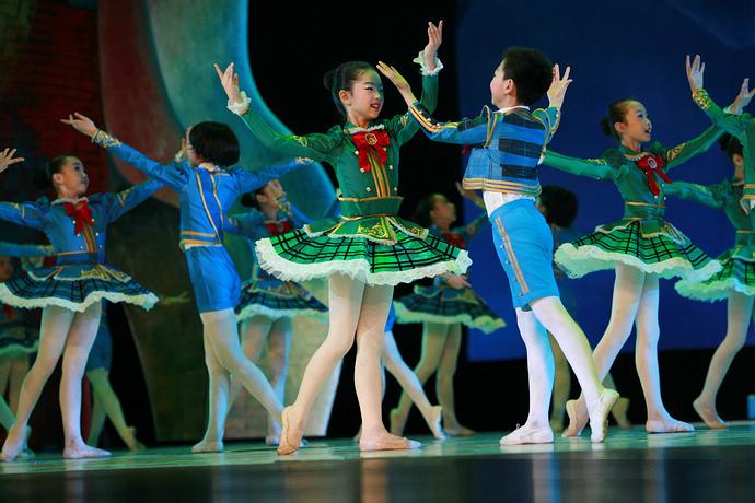 亚洲风少儿电视艺术团:我们知道少儿舞蹈的重要性图片