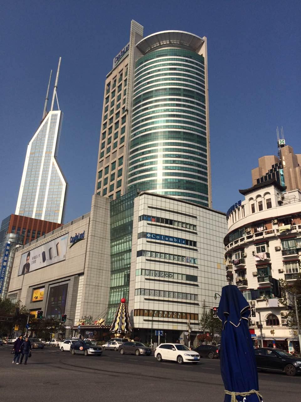 来福士广场由新加坡凯德置地开发及管理,分成来福士广场和甲级写字楼.