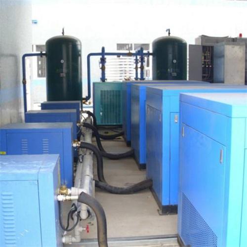 大多数空气压缩机是往复活塞式,旋转叶片或旋转螺杆.图片