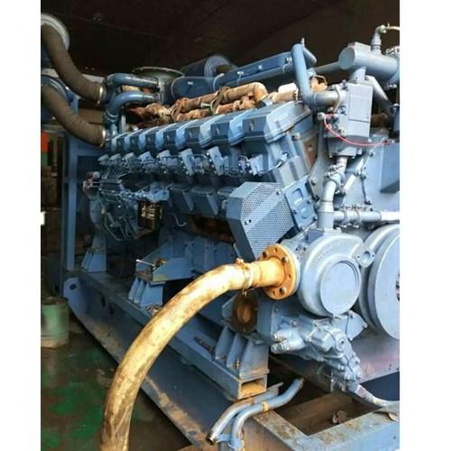企业资讯     柴油发电机组必须由熟悉机组结构,掌握安全操作规程的