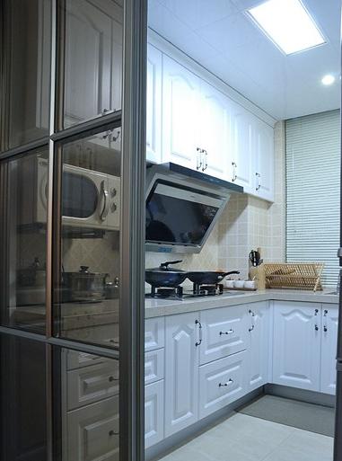尺寸及使用要求进行合理布局,巧妙搭配,实现厨房用具一体化.