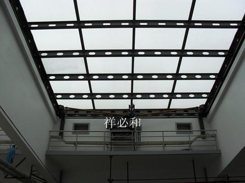 完善的密封结构,以控制露结和风雨渗透;〗      〖移动天窗定制服务〗