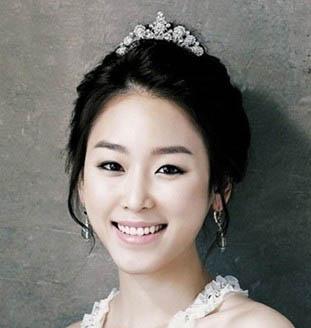 韩式婚纱照新娘发型图片-松江学新娘妆韩式新娘发型培训图片