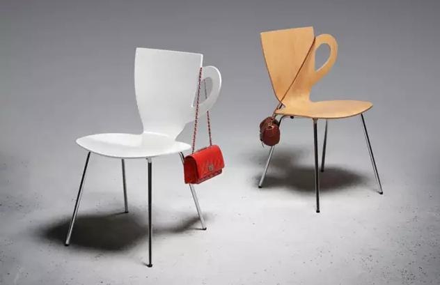 来源:潍坊信息港 2016/1/25 14:32:28 家具设计创意椅子,设计界关于座椅的创意总是百花齐放,佳作频现,一把舒适的椅子不仅对健康有益,更能提升生活品质感。一大波兼具美感与实用价值的椅子们又在靠近,哪一把让你眼前一亮呢?这把椅子最适合放在咖啡店里啦,杯子耳朵的设计是不是美观又实用呢!