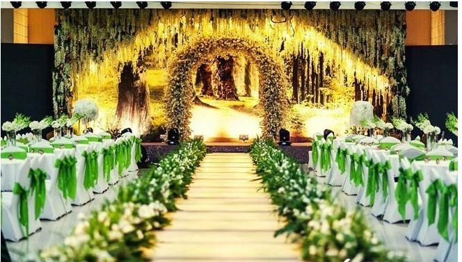 东方维罗纳婚礼庄园的婚宴厅内部装修明亮正气,欧式风格的装修使宴会图片