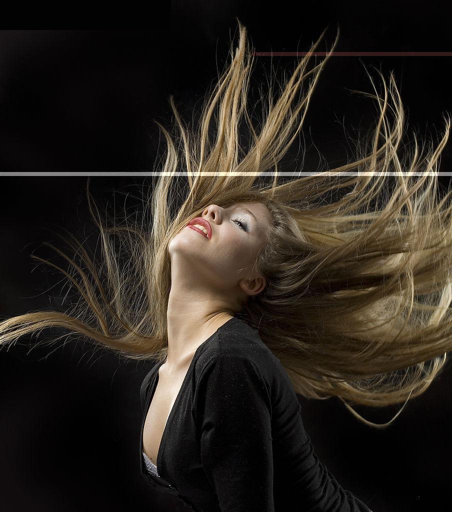 拉丁舞—拉丁舞是一种激情奔放的舞蹈,动作很优美,但难度比较大.