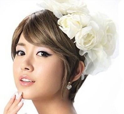 那短发新娘子改如何设计造型才能拍出完美的婚纱照呢?