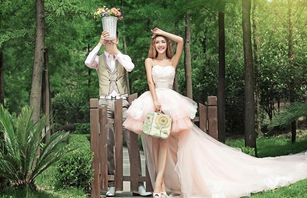 2013流行的婚纱款式 枣阳新新娘婚纱摄影 高清图片