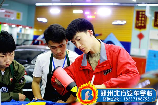 汽车贴膜技术培训学校,汽车美容,汽车贴膜,郑州北方汽车学校