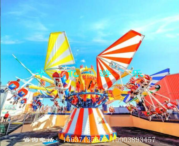 风筝滑翔具有高空驾驶之惊险,自由之悠闲,是一种游客可以自己控制升降的 现代游乐设施,带有滑翔伞的座舱围绕中心炫酷造型旋转,并逐渐上升,游客在飞行 中紧握操纵杆随意升降,互相追逐、竞走,搭配动感十足的炫酷音乐使游客能充分 体验到风筝在空中翱翔的穿越之感,而机臂的牵引和离心力的冲击,又使乘客在安 全的环境里尽情享受飞翔的快感和刺激,令人乐而忘返,该游乐设备不但性能优异, 操作简单,而且有着新颖的造型、华丽迷人的彩灯装饰,深受广大游客的喜爱。