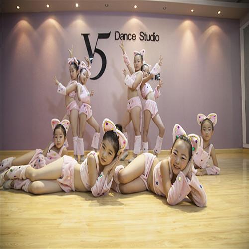 武广少儿舞蹈暑假班知名老师授课来唯舞国际