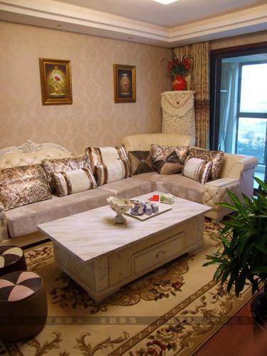 考虑到欧式的柔美不适合业主家14岁的男孩,在次卧室的墙纸和窗帘方面图片