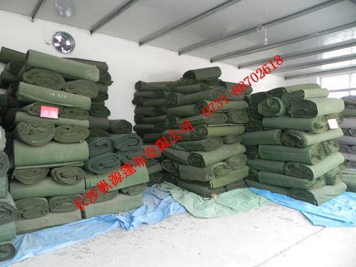 沈阳/挂胶布是采用帆布双面挂胶,从而达到防腐,防雨,防潮,耐高温...