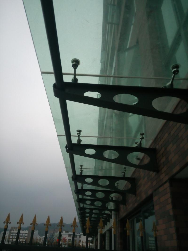 深圳钢结构玻璃雨棚钢结构加工定制