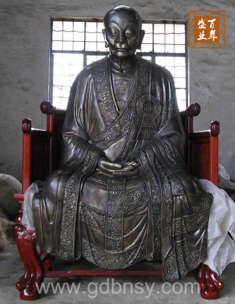 祖慧能铜像.红木雕花木椅供养于海南南山寺