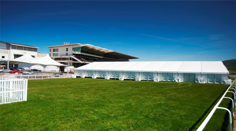卡帕帐篷公司引进欧洲先进篷房技术,执行国际安全标准,已通过ISO9001质量体系认证,欢迎致电020-32857131。  广州卡帕展览篷房,跨度从3米到60米,模块化设计,使得他们的长度可以以3米或者5米递增或者递减。你们可以选择购买不同的长度,根据自己的需要搭建不同的长度,非常自由灵便。