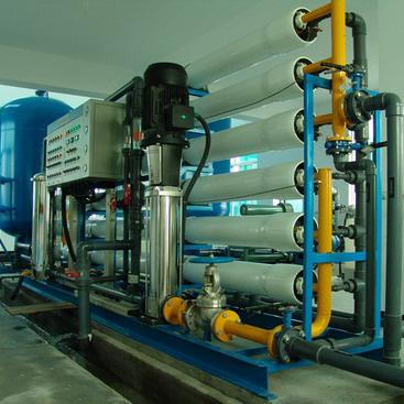 反渗透装置主要包括多级高压泵
