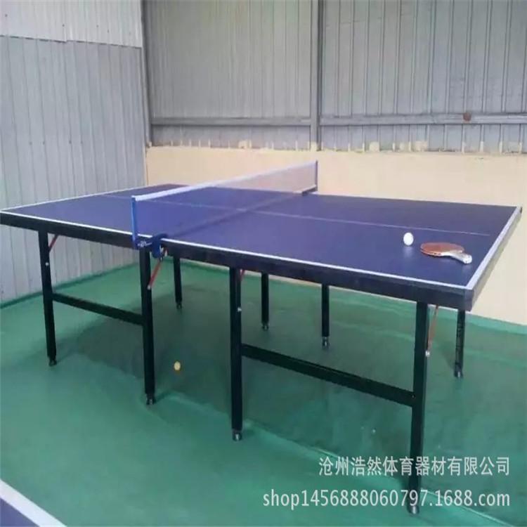 乒乓球台目前通常有三种类型的球台:非滚动式球台,即在底架的底部没有图片