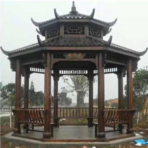 而有些竹亭,梁,柱等结构构件仍用木材,外包竹片,以仿竹形,其饮坐凳,椽