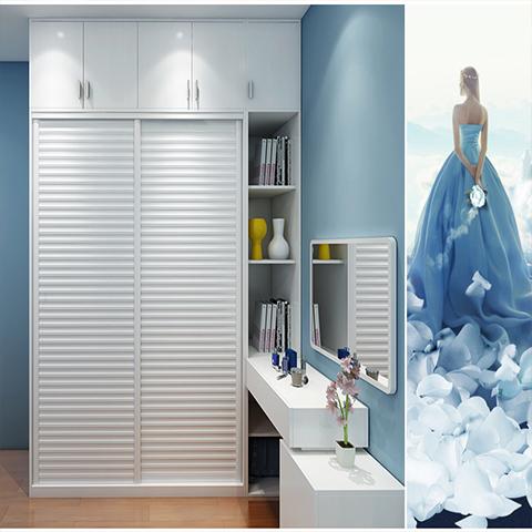 衣柜有许多既定尺寸的标准模块,以符合不同尺寸的空间,柜体内部结构可