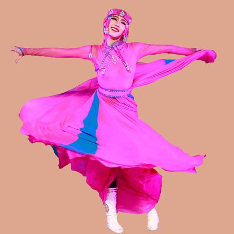 只有发展了动作思维才能抓住舞蹈的感觉,而有了好的舞蹈感觉又反过来