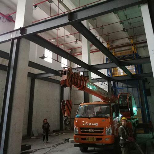 焊缝质量检验的等级,涂装及运输等),结构布置,构件截面选用以及结构的